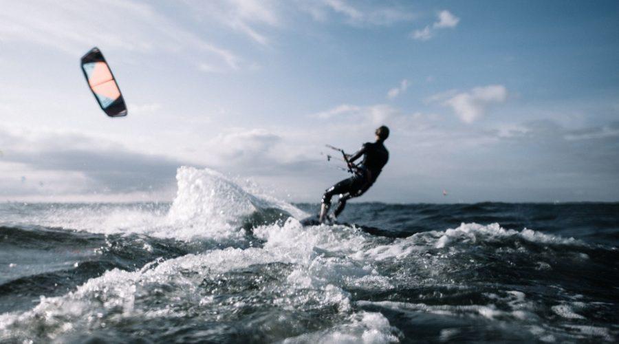 Где научиться кайтсерфингу в России и СНГ